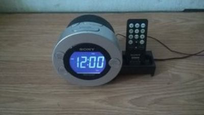 Incredible Sony Alarm/Radio/Idock w/remote