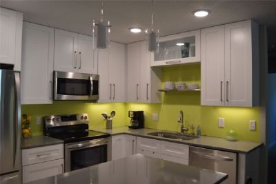 Bring in Contrast with White Shaker Kitchen Cabinets