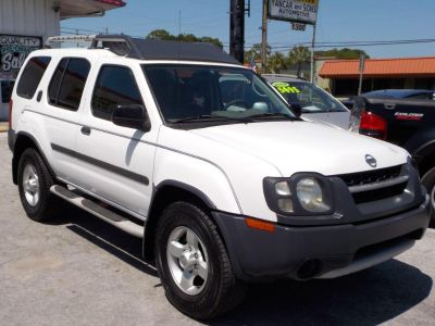 2004 Nissan Xterra XE (White)
