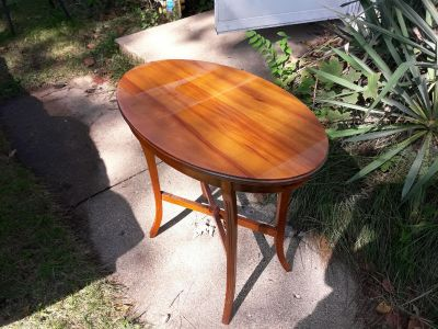 Vintage side table very good condition