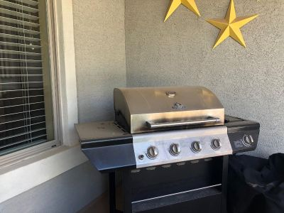Propane bbq with full propane tank and cover