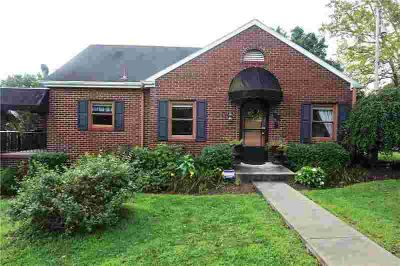 106 Nassau Street Uniontown Two BR, Charming Cottage in