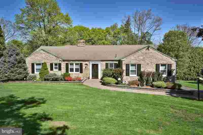 1282 Lindsay Ln RYDAL Three BR, Pride of ownership is evident