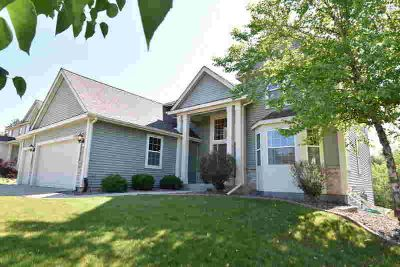 8140 S 56th St Franklin, Beautiful 2406 square foot 2 story