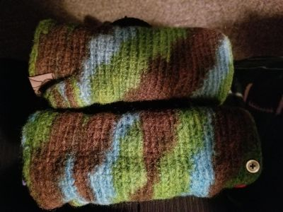 Fingerless gloves WARM. I would say size ladies regular.