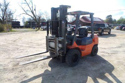 2004 Toyota Forklift ()