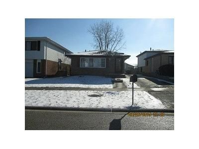 3 Bed 1.5 Bath Foreclosure Property in Country Club Hills, IL 60478 - Juneway Ct