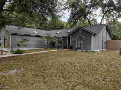 998 Lake Asbury Dr Green Cove Springs Five BR, Great house