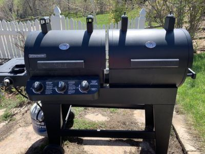Brinkman gas and smoker grill with propane tank