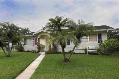 "1601 9th Street W PALMETTO, This ""MUST SEE"" charming 3"