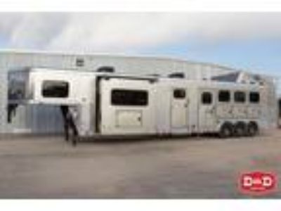 2016 Sundowner Trailers 4 Horse Living Quarters Trailer 4 horses