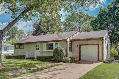 1822 N 119th St Wauwatosa Two BR, Location has it's perks and