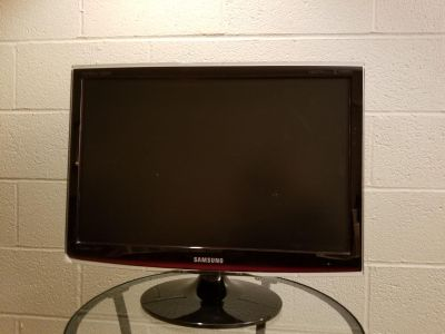 Samsung 22 TV Monitor, Color with remote and antennae
