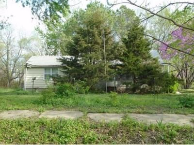 2 Bed 1 Bath Foreclosure Property in Odessa, MO 64076 - E Benning St