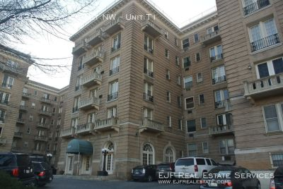 Mount Pleasant One Bedroom Plus Den With Roof Deck Close to Columbia Heights!