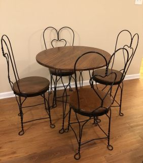 Ice cream set table and chairs.