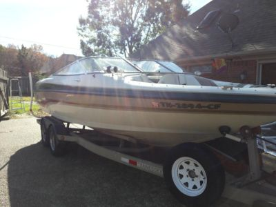 226LXI 22 Ft. Larson Bowrider w/ Trailer – 118 HOURS