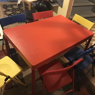 EUC KIDS TABLE & Chairs
