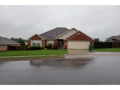 2 Bath Preforeclosure Property in Centerton, AR 72719 - Curtis St