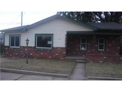 4 Bed 1 Bath Foreclosure Property in Mulvane, KS 67110 - E Blair St