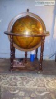 Old world bar globe
