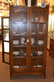 Mission Oak China cabinet / Arts and Crafts Boo...