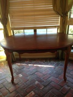 Dining table -with extending leaf- and 6 chairs