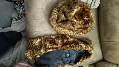 Kid leopard print scarf and hat