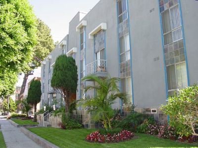 $1700 2 apartment in South Bay