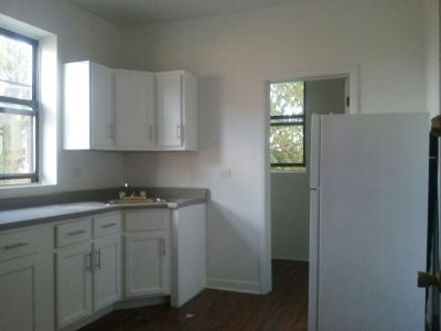 Spacious 3BR Unit w/Heat!! (41st Berkeley)