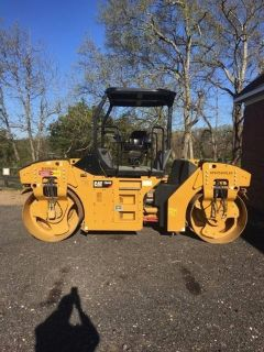 2016 Caterpillar CB-44 8-Ton Smooth Drum Roller