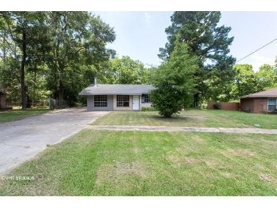 3 Bed 2 Bath Foreclosure Property in Baker, LA 70714 - Driftwood Dr