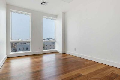 Gorgeous 2br apt in a LUXURY ALL AMENITIES BUILDING **Greenpoint**