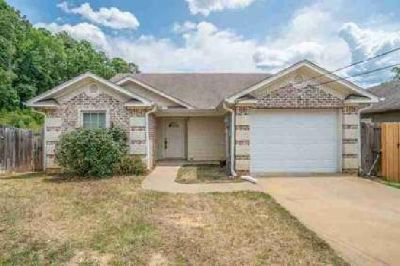 1202 Silver Spur Longview Three BR, Adorable home in Spring Hill