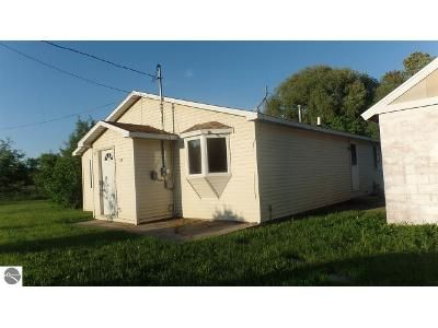 3 Bed 2 Bath Foreclosure Property in Farwell, MI 48622 - N Corning St
