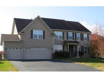 5 Bed 2.5 Bath Foreclosure Property in Bolingbrook, IL 60490 - River Hills Ln
