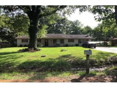 3 Bed 1 Bath Preforeclosure Property in Grenada, MS 38901 - Mississippi Ave