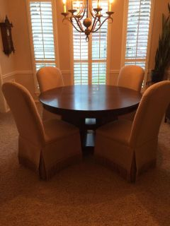 Beautiful Round table w leaf (not shown) and parsons chairs