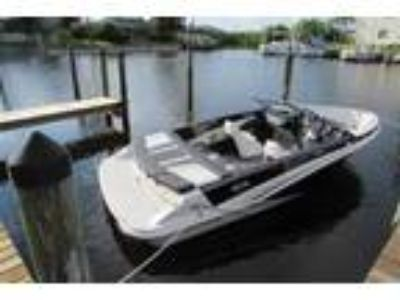 2014 Glastron GT185 BR Powerboat