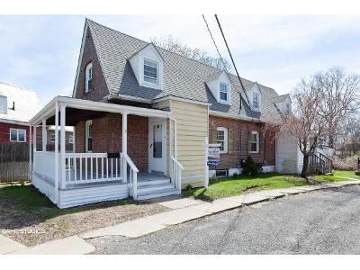 2 Bed 1 Bath Foreclosure Property in Stratford, CT 06615 - Valley Rd