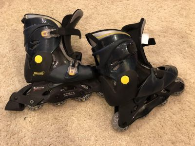 Teen size 4-7 Roller Blades in great condition.