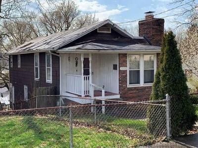 2 Bed 1 Bath Foreclosure Property in Charleston, WV 25387 - Red Oak St