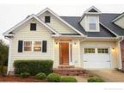 Awesome Three BR, 2.5 BA townhouse located in ...