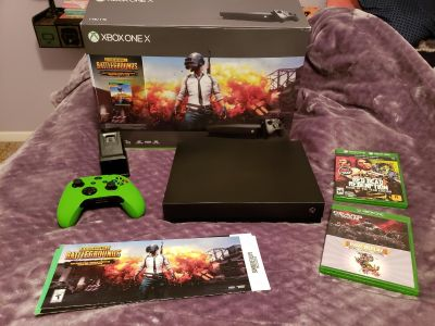 LIKE NEW XBOX ONE X w/controller, controller charging stand and 4 games!