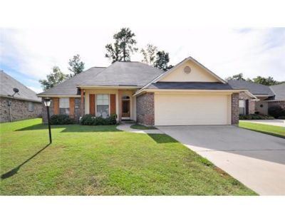 $1,450, 4br, Family home located in Norris Ferry Crossing. 3BR2.5BA w nice curb appeal.