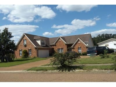 3 Bed Preforeclosure Property in Olive Branch, MS 38654 - Lexington Dr