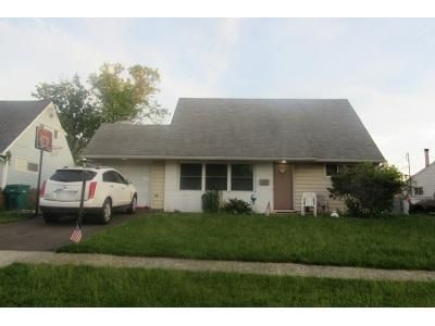3 Bed 2 Bath Preforeclosure Property in Levittown, PA 19056 - Peony Rd