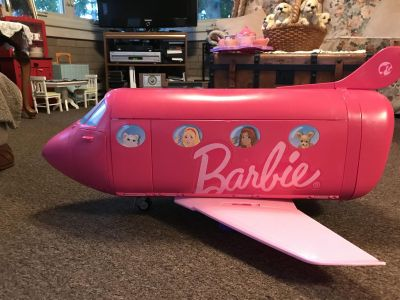 Barbie Plane & food accessories for eating while traveling. There is an attached swimming pool to enjoy when not in the air.