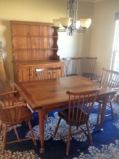 QUALITY STICKLEY DININGROOM SET (HUTCH, TABLE, AND 6 CHAIRS)
