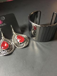 Beautiful set earrings and necklace Paparazzi accessories
